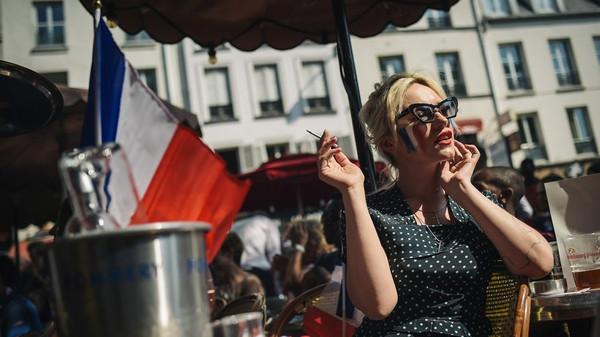 Kind, Karriere und immer perfekt geschminkt – viele Französinnen wollen dieses Idealbild nicht mehr erfüllen. © Lucas Barioulet/AFP