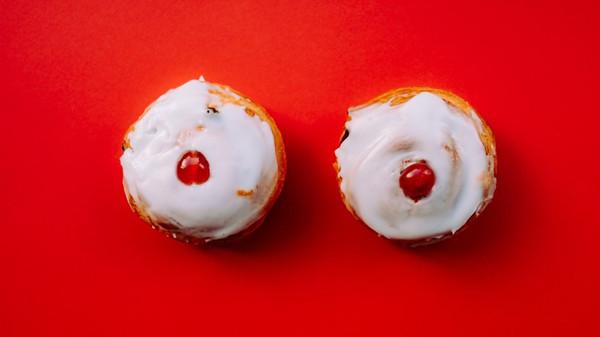 """""""Meine Brüste wollen friedlich abhängen und nicht in einen BH gezwängt werden."""" © Annie Spratt/unsplash.com"""
