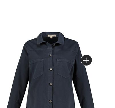 Jeansjacke in kurzer Boxy-Form aus Biobaumwolle. Mit Hemdkragen, großen Taschen und Metallic-Knöpfen. Überschnittene Schultern, Langarm mit Manschetten. Mit dem RICHTIG SO - WEITER SO Herz erkennst Du, dass unsere Kleidungsstücke anteilig oder sogar vollständig nachhaltig hergestellt sind.