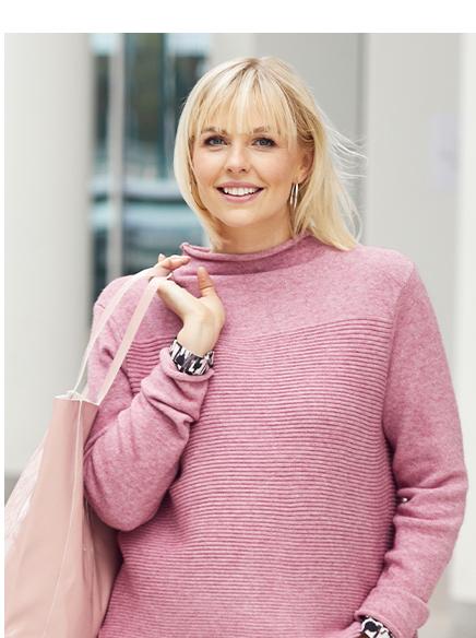 Pullover aus weichem Feinstrick, teils gestreift. Highlight: Zipper hinten am verlängerten Saum.