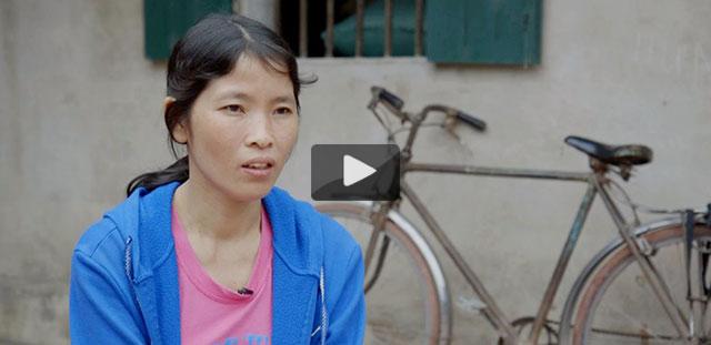Duong Thi Lan näht für große internationale Marken. Sechs Tage die Woche, neun Stunden am Tag. Sie bekommt einen US-Dollar die Stunde. Zum Leben reicht das kaum.