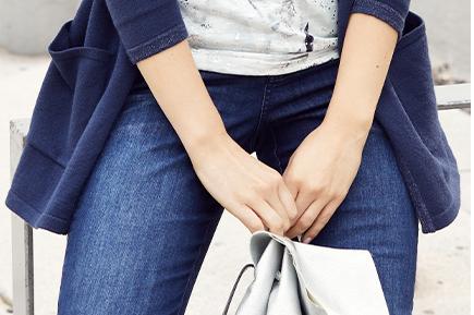 Jeans Julia, farbige Stickerei, schmale 5-Pocket-Form