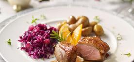 Verwöhnen Sie Ihre Gäste mit marinierter Entenbrust von bofrost*: zartes Entenbrustfilet, portioniert, pikant mariniert und gewürzt. Ein Genuss zu besonderen Anlässen. Ganz einfach zuzubereiten. Zum Produkt.