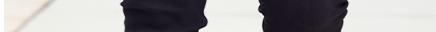 Schmale 5-Pocket-Form mit normaler Leibhöhe und schmal geschnittenen Oberschenkeln.