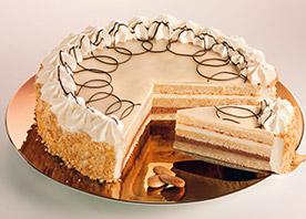 Unsere Marzipan-Torte Patrizia ist die perfekte Torte für Marzipanliebhaber! Zwischen zarten Schichten von leckerem Biskuit wechseln sich himmlische Füllungen aus Kakao- und Marzipancreme ab. Umhüllt wird die Torte von einem Mantel aus feinem und saftigem Marzipan, den dekorative Sahnetupfen und ein Rand aus gerösteten Mandeln krönen. Ø 24 cm. Zum Produkt.