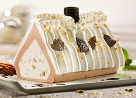 Kennen Sie schon das Eis-Knusperhäuschen? Leckeres Vanille- und Gianduja-Eis mit karamellisierten und gerösteten Mandeln und Haselnuss-Stückchen, dekoriert mit Schoko-Engeln und -Tannenbäumen und einem knusprigen Waffelschornstein. Zum Produkt.