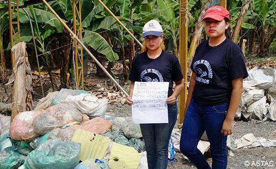 Suli und Emy aus Ecuador haben auf Plantagen, die Lidl beliefern mit Arbeiter/innen gesprochen. Im Namen der Arbeiter/innen fragen sie: ;Lidl, deine Lieferanten verseuchen unsere Umwelt – wann beendest du diese Praxis?'